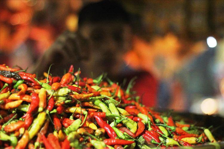 Sejak dua minggu terakhir harga komoditi cabai di sejumlah pasar tradisional di Kabupaten Cianjur, Jawa Barat melonjak drastis. Harganya saat ini dikisaran Rp100 -120 ribu per kilogram.