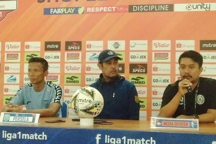 Pelatih Persela Lamongan NilMaizar saat jumpa pers di Stadion Maguwoharjo Sleman.