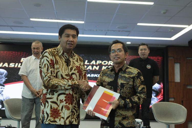 Ketua Steering Committe (SC) Turnamen Piala Presiden Bola Basket 2019, Maruarar Sirait (kiri) bersama pihak dari lembaga audit Price Waterhouse Coopers (PWC) Indonesia.