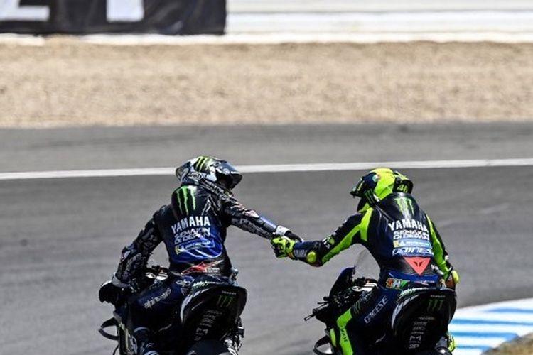 Pebalap Monster Energy Yamaha, Maverick Vinales dan Valentino Rossi, pada MotoGP Andalusia 2020 di Sirkuit Jerez, Spanyol.