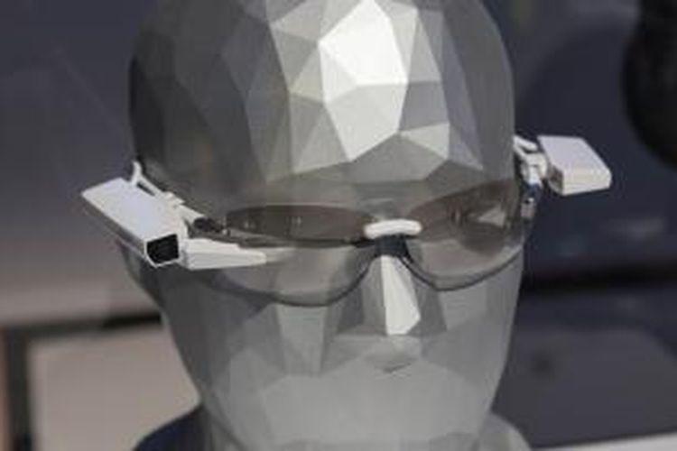 Tampilan SmartEyeglass Attach!
