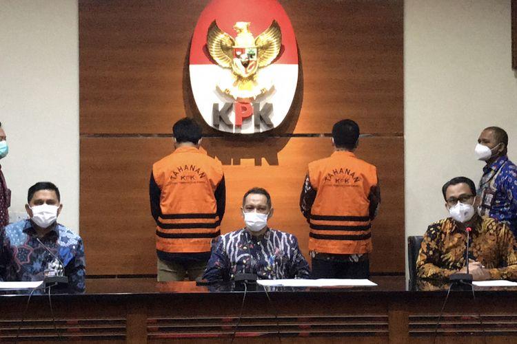 Konferensi pers penahanan Bupati Bandung Barat Aa Sutisna dan Anaknya Andri Wibawa, Jumat (9/4/2021)