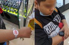 Pakai Jam Tangan dari Kertas, Bocah Ini Menangis Saat Dibelikan Jam Sungguhan