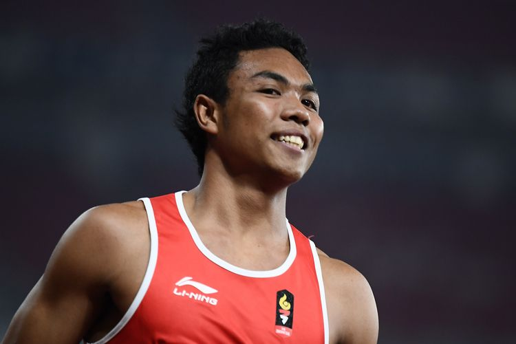 Indonesias Muhammad Zohri competes in a semi-final heat of the mens 100m athletics event during the 2018 Asian Games in Jakarta on August 26, 2018. (Photo by Jewel SAMAD / AFP)