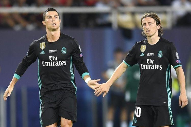 Foto Luka Modric dan Cristiano Ronaldo ini diambil pada 8 Agustus 2017.