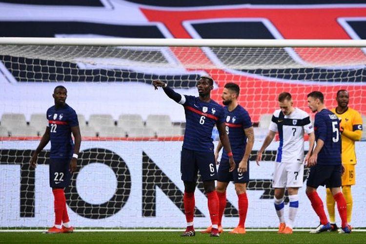 Paul Pogba (tengah) pada laga uji coba internasional yang mempertemukan Perancis vs Finlandia di Stade de France, Kamis (12/11/2020) dini hari WIB.