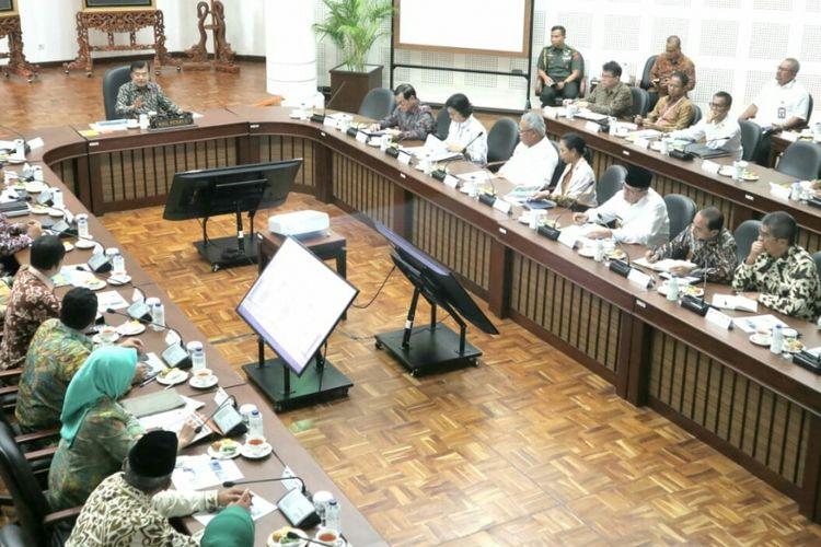 Wapres  Jusuf Kalla memimpin rapat soal transportasi DKI Jakarta, Senin (28/1/2019).