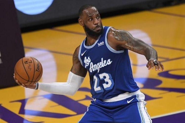 LeBron James pada kuarter kedua laga ketiga musim reguler NBA 2020-2021 Wilayah Barat yang mempertemukan Minnesota Timberwolves vs LA Lakers yang berlangsung di Staples Center, Senin (28/12/2020).