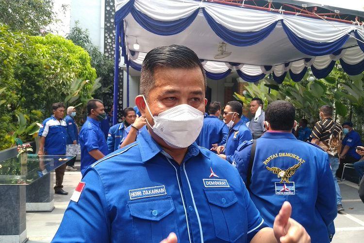 Ketua DPD Partai Demokrat Sumatera Utara, Heri Zulkarnain, di kantornya di Jalan Gatot Subroto, Jumat (5/3/2021 mengatakan DPD Partai Demokrat Sumatra Utara menggelar apel siaga untuk membubarkan Kongres Luas Biasa yang digelar di Hotel The Hill, Sibolangit, Deli Serdang. Mereka menyebut KLB tersebut harus dibubarkan karena dinilai ilegal.