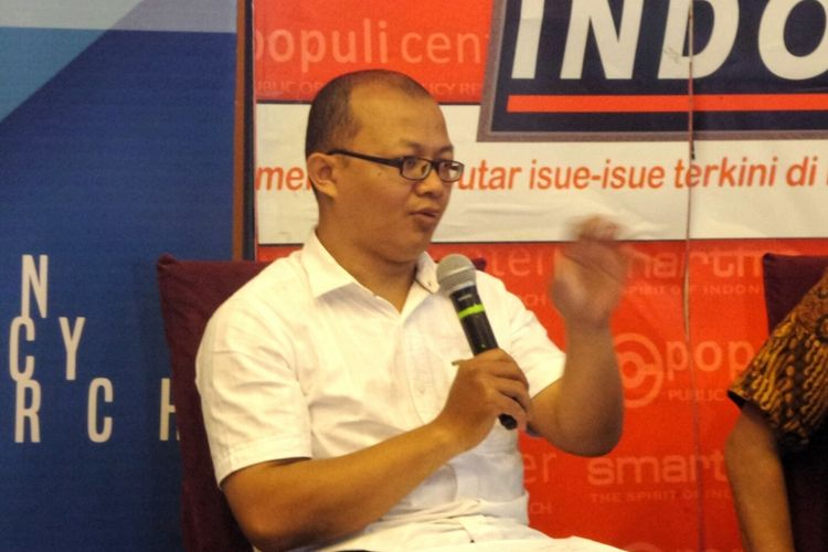 Peneliti ICW Emerson Yuntho dalam diskusi Perspektif Indonesia bertema KTP Diurus KPK, di kawasan Menteng, Jakarta Pusat, Sabtu (11/3/2017).