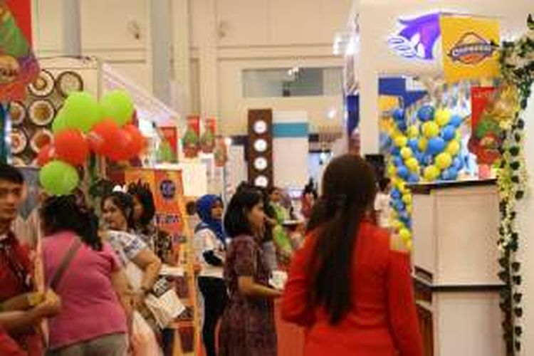 Suasana acara Festival Pekan Raya Indonesia (PRI) di Indonesia Convention Exhibition (ICE) BSD, Tangerang, Senin (24/10/2016). Festival pesta rakyat dengan mengusung 1000 band, kuliner, cerita rakyat legendaris dan pameran multi produk ini berlangsung hingga 2 November 2016.