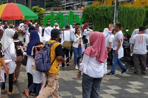 Bawa Anak-anak, Pendukung Jokowi-Ma'ruf Tak Bisa Masuk Stadion GBK