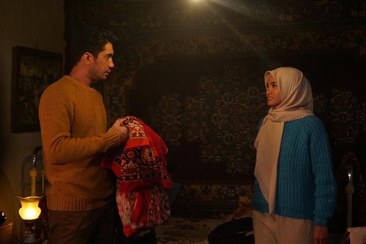 Reza Rahadian dan Acha Septriasa dalam film Layla Majnun