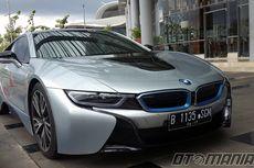 Pakai BMW i8 buat Goda