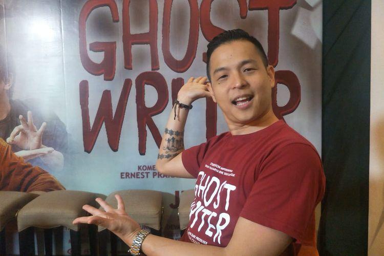 Ernest Prakasa ditemui usai screening dan jumpa pers film Ghost Writer di XXI Epicentrum, Kuningan, Jakarta Selatan, Selasa (28/5/2019),