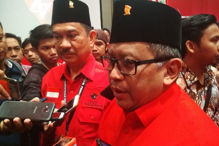 Sekjen PDI-P Hasto Krstiyanto saat diwawancara usai membuka acara Rakerda PDI-P Sulawesi Selatan di Hotel Claro Makassar, Kamis (12/3/2020).