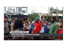 Kapolda Papua Barat Turun ke Jalan dan Tenangkan Massa di Manokwari