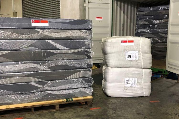 Terlihat di foto bed set yang diimpor pemerintah Singapura dari Indonesia untuk keperluan penyediaan sarana di fasilitas karantina darurat penanganan virus corona di Singapore Expo