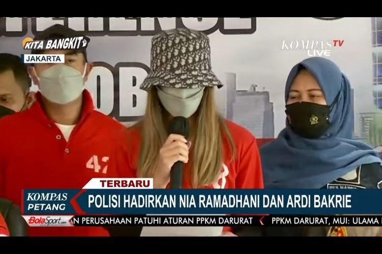 Nia Ramadhani dan Ardi Bakrie dalam konferensi pers kasus narkoba.