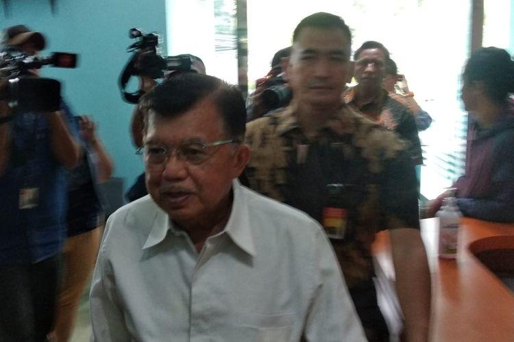 Wakil Presiden ke-10 dan 12 Jusuf Kalla saat datang ke Kantor MUI, Jakarta, Selasa (17/3/2020).