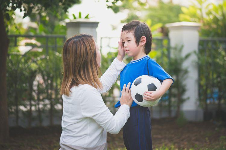 Mengajarkan anak rasa empati merupakan skill yang penting bagi perkembangan emosional anak.