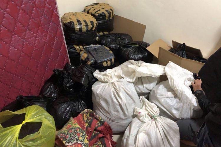 Barang bukti jutaan obat PCC berhasil diamankan polisi di sebuah gudang tengah hutan di kawasan Objek Wisata Malino, Kabupaten Gowa, Sulawesi Selatan. Sabtu, (23/12/2017).