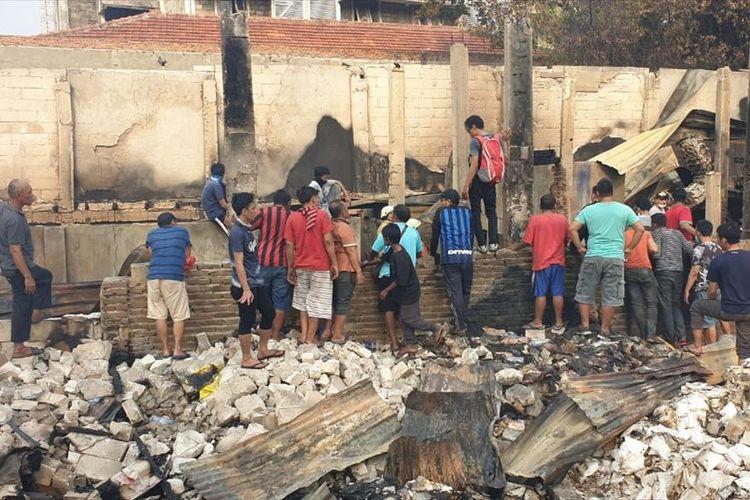 Kebakaran menghanguskan 66 rumah di Kebon Kacang, Tanah Abang, Jakarta Pusat, Minggu (30/6/2019).