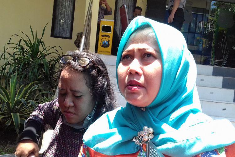 Anggota DPRD Kota Malang fraksi Demokrat Sulik Lestyowati usai diperiksa penyidik KPK di Mapolres Malang Kota, Jumat (20/10/2017)