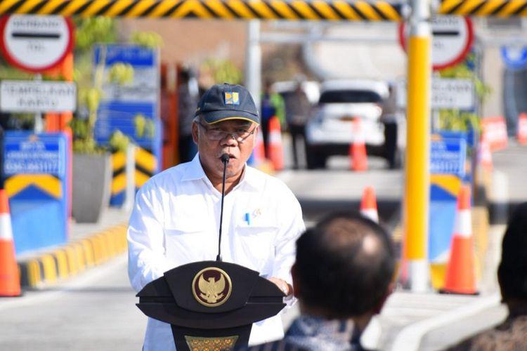 Menteri Pekerjaan Umum dan Perumahan Rakyat Basuki Hadimuljono memberi sambutan saat peresmian Jalan Tol Rembang-Pasuruan yang dilakukan oleh Presiden Joko Widodo, Jumat (22/6/2018) di Pasuruan, Jawa Timur.