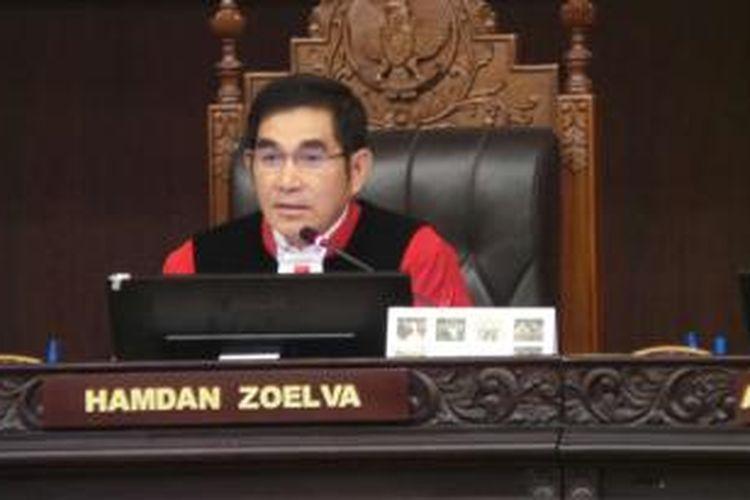 Ketua Majelis Hakim Mahkamah Konstitusi Hamdan Zoelva memimpin sidang perselisihan hasil pemilihan umum (PHPU) di Mahkamah Konstitusi, Rabu (6/8/2014).