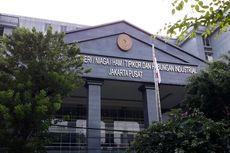 Cegah Covid-19, Gedung PN Jakpus Disemprotkan Cairan Desinfektan