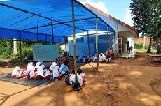 Siswa SD di Bangkalan Tak Punya Kelas, Wali Murid Urunan Bangun Tenda