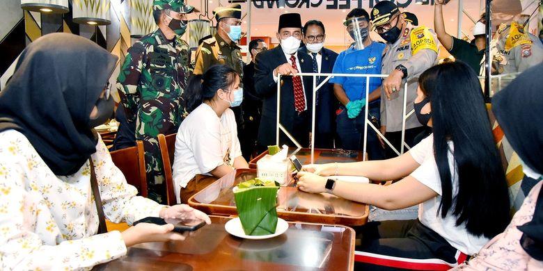 Gubernur Sumut Edy Rahmayadi bersama pimpinan Forkopimda meninjau Sun Plaza Mall untuk memastikan menerapkan protokol kesehatan jelang new normal, Selasa (16/6/2020)