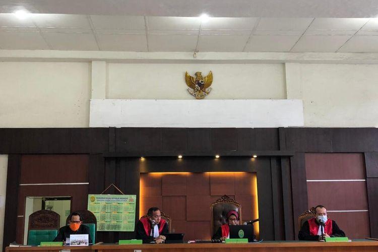 Sidang vonis Wakil Bupati OKU Johan Anuar yang berlangsung di pengadilan negeri Palembang secara virtual, Selasa (4/5/2021).
