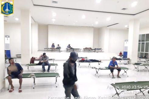 Tak Mampu Bayar Kontrakan, 10 Korban PHK Tinggal Sementara di GOR Karet Tengsin