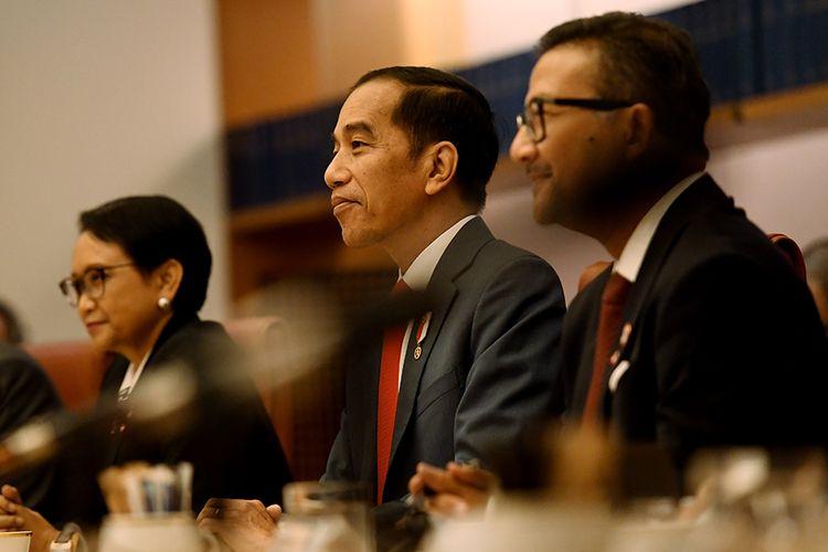 Presiden Joko Widodo mengikuti pertemuan dengan Perdana Menteri Australia Scott Morrison, di ruang kabinet di Gedung Parlemen di Canberra, Australia, Senin (10/2/2020). Dalam lawatan ke Australia pada 8-10 Februari, Jokowi melakukan serangkaian agenda, antara lain menghadiri pertemuan bilateral dan menyaksikan penandatanganan sejumlah nota kesepahaman.