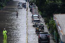 Cara Aman Mengendarai Mobil Saat Musim Hujan