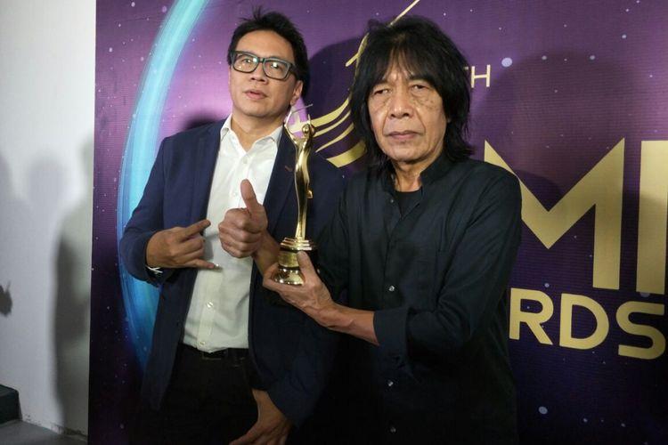 Ian Antono usai meraih penghargaan dalam Anugerah Musik Indonesia (AMI) Awards 2017 di Teater Garuda TMII, Jakarta Timur, Kamis (16/11/2017) malam.