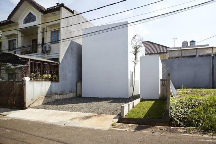 Tampak Depan R House at Taman Laguna Karya Sontang M. Siregar