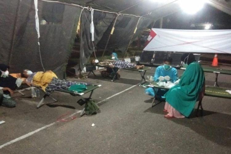 Pasien Covid-19 di Pesisir Selatan, Sumbar terpaksa dirawat di tenda darurat karena ruangan RSUD penuh