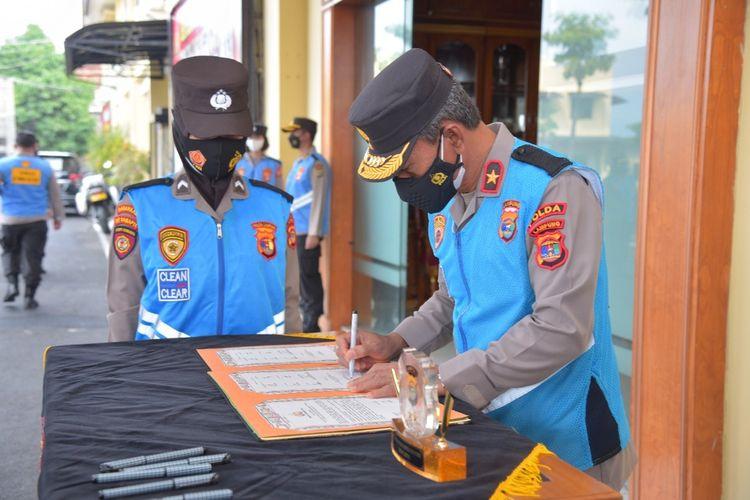 Penandatanganan pakta integritas oleh Wakapolda Lampung Brigjen Subiyanto. Polda Lampung memberikan kuota khusus bagi putra-putri asal Jabung dalam penerimaan bintara tahun ini.