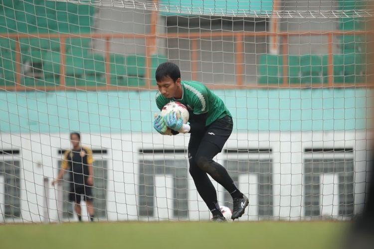 Skuad PS Sleman saat menjalani pemusatan latihan (TC)  di Stadion Wibawa Mukti, Cikarang, Kabupaten Bekasi, Jawa Barat, Kamis (17/6/2021). TC berlangsung mulai Kamis (10/6/2021) hingga Jumat (18/6/2021).