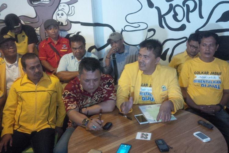 626 PK Partai Golkar yang tersebar di seluruh Jawa Barat menyatakan penolakan terhadap Keputusan DPP Partai Golkar mengusung Ridwan Kamil dan Daniel Muttaqien di Pilkada Jawa Barat 2018 mendatang.