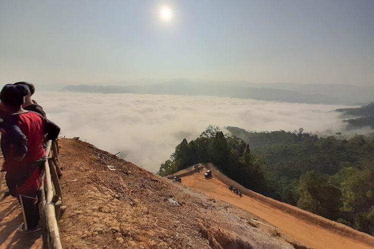 Pesona Negeri di Atas Awan di Desa Citorek Kidul, Kecamatan Cibeber, Kabupaten Lebak, Banten, Minggu (15/9/2019).