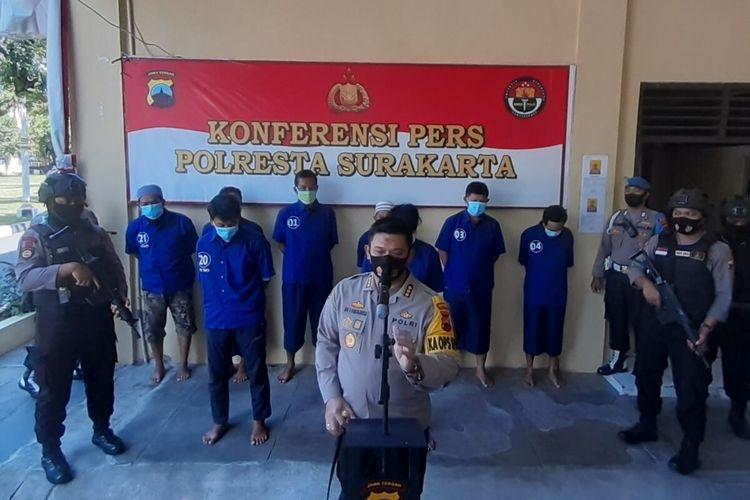 Kapolresta Solo, Kombes Pol Ade Safri Simanjuntak dalam konferensi pers kasus dugaan pengeroyokan dan perusakan acara adat midodareni di Mapolresta Solo, Jawa Tengah, Kamis (20/8/2020).