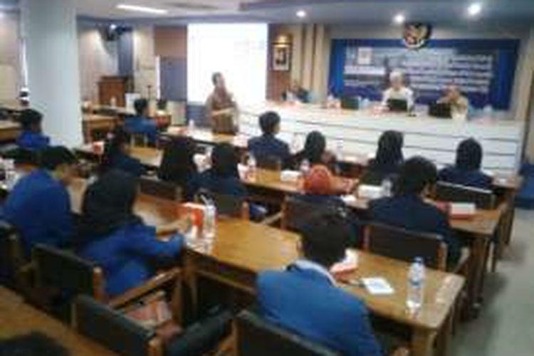 Mahasiswa ITS Surabaya dikenalkan cara pengolahan sampah dengan metode biodrying, Kamis (22/12/2016).