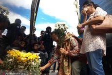 Isak Tangis Iringi Peringatan Setahun Tenggelamnya KM Sinar Bangun di Danau Toba