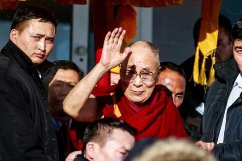 Keluhkan Nyeri Dada, Dalai Lama Diterbangkan ke Rumah Sakit