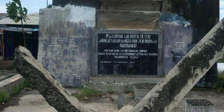 Di tahun 2012-2014, Desa Widarapayung Wetan menjadi desa tangguh bencana (Destana) dan pemerintah daerah mengucurkan dana hingga Rp25 juta.