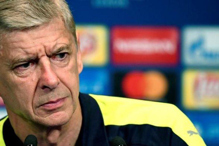 Manajer Arsenal, Arsene Wenger, memberikan keterangan pers jelang pertandingan penyisihan Grup A Liga Champions melawan Paris Saint-Germain di  Parc des Princes stadium, Selasa (12/9/2016).